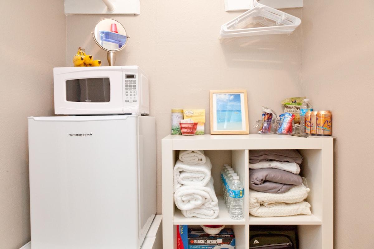 Fridge, microwave, coffeemaker, tea, continental breakfast items & filtered water snacks