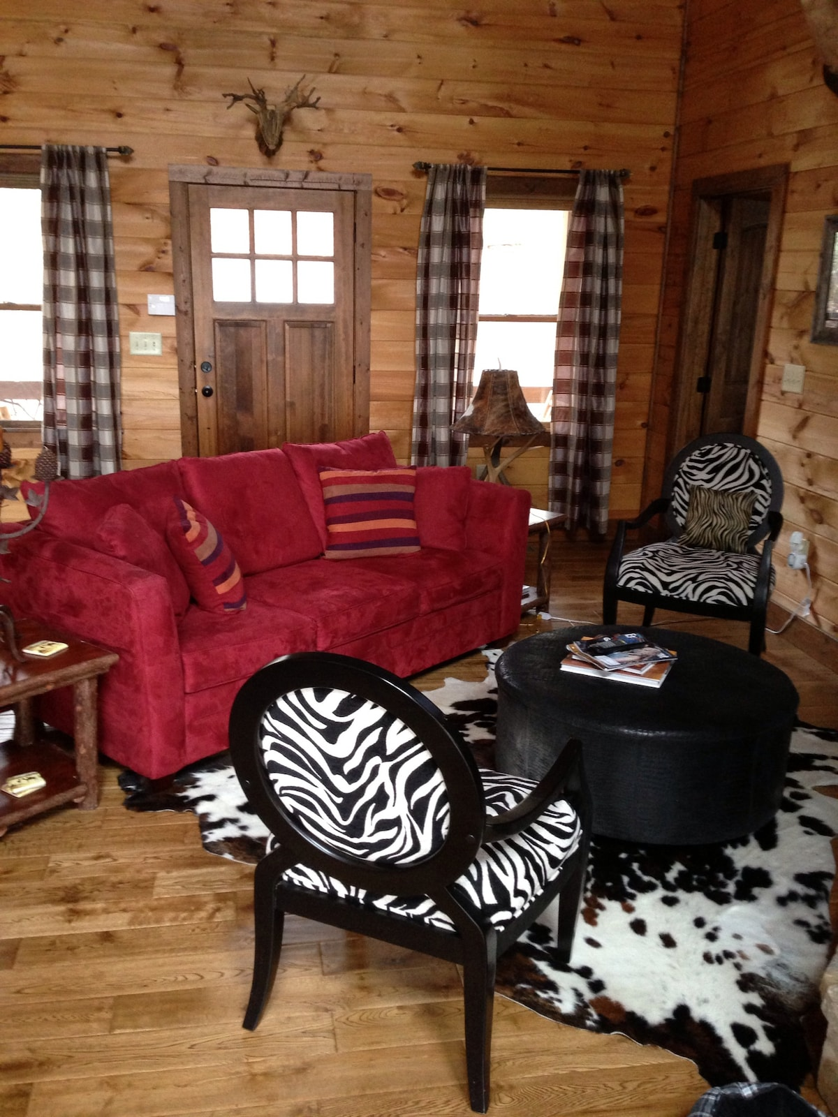 Upscale cabin 2 BDRM, mountain view