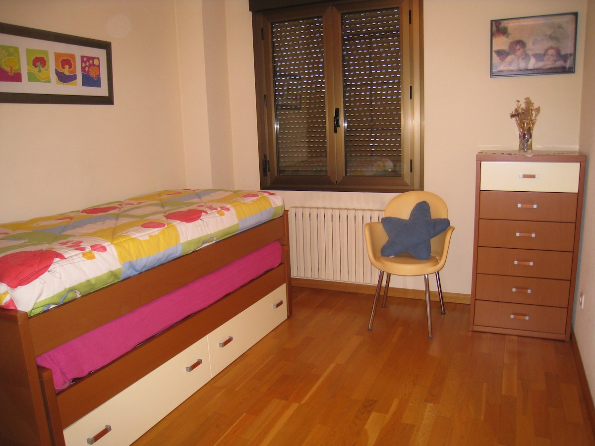Room offered, with two confortable beds (90 cm. each).