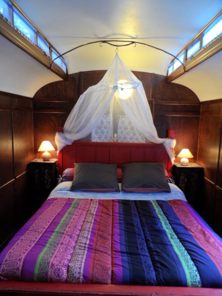 la chambre de la roulotte au mas du Tracol-chambre d'hôtes