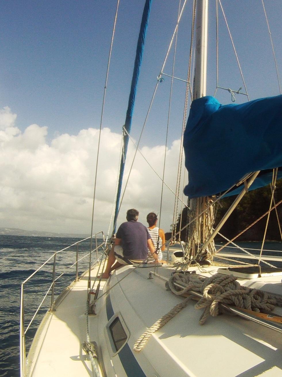 A l'avant du bateau comme de grands explorateurs!
