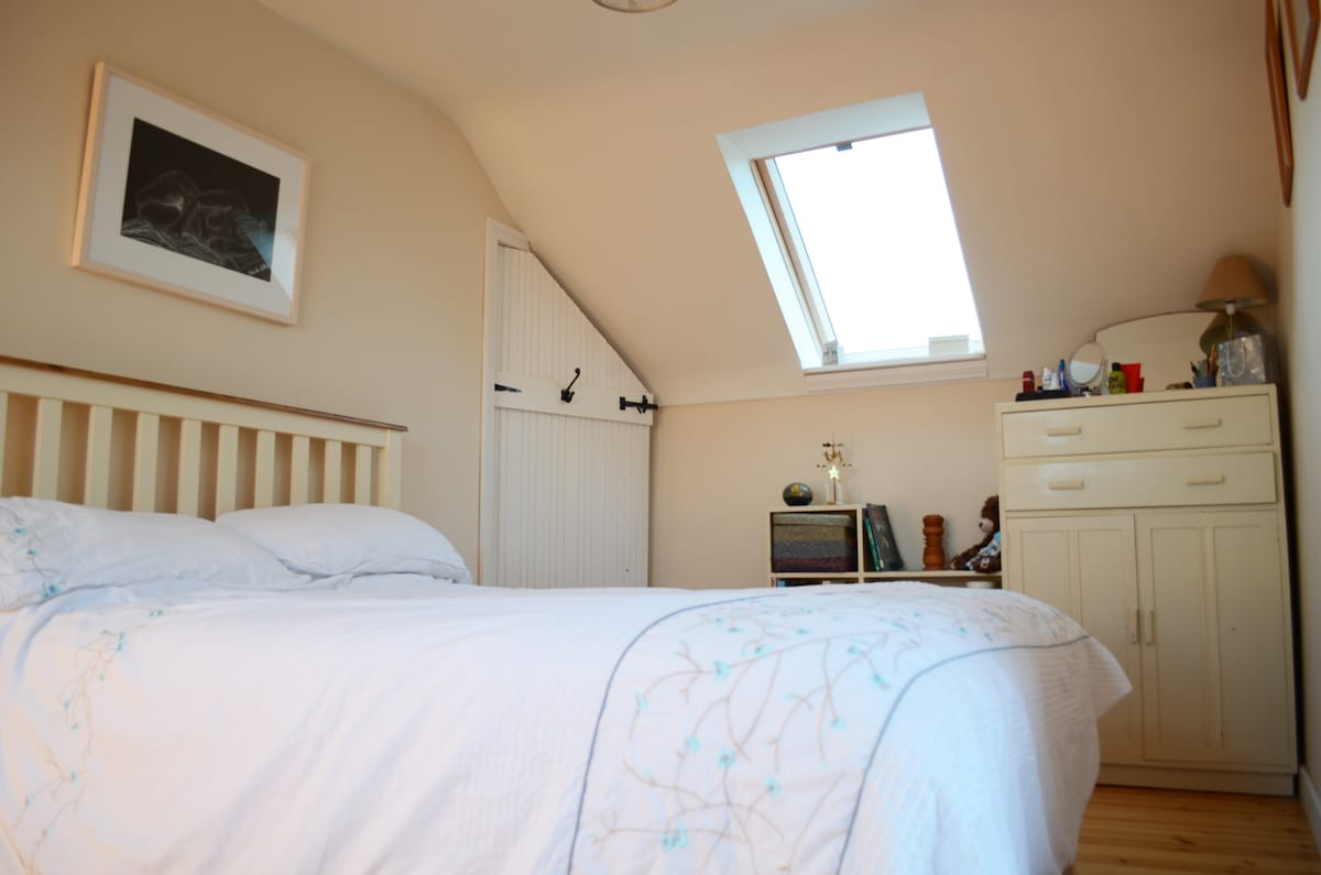 This room has a double and a single bed...sea views