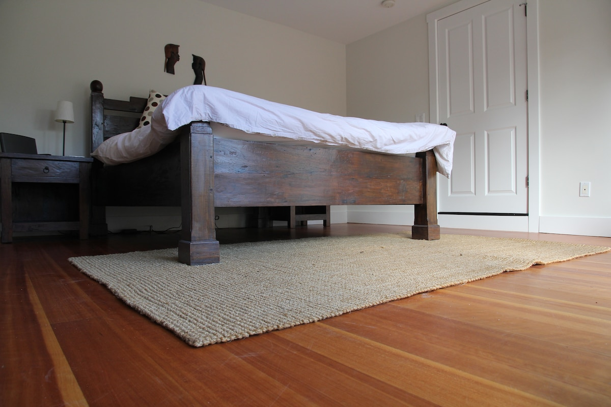 The main room with a queen size bed