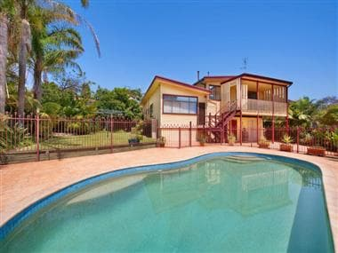 Fabulous house with pool near Manly