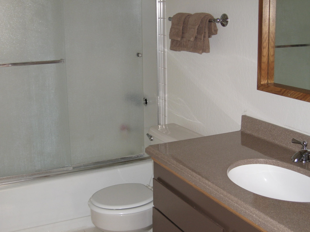 Full bath with tub, shower, solid surface vanity