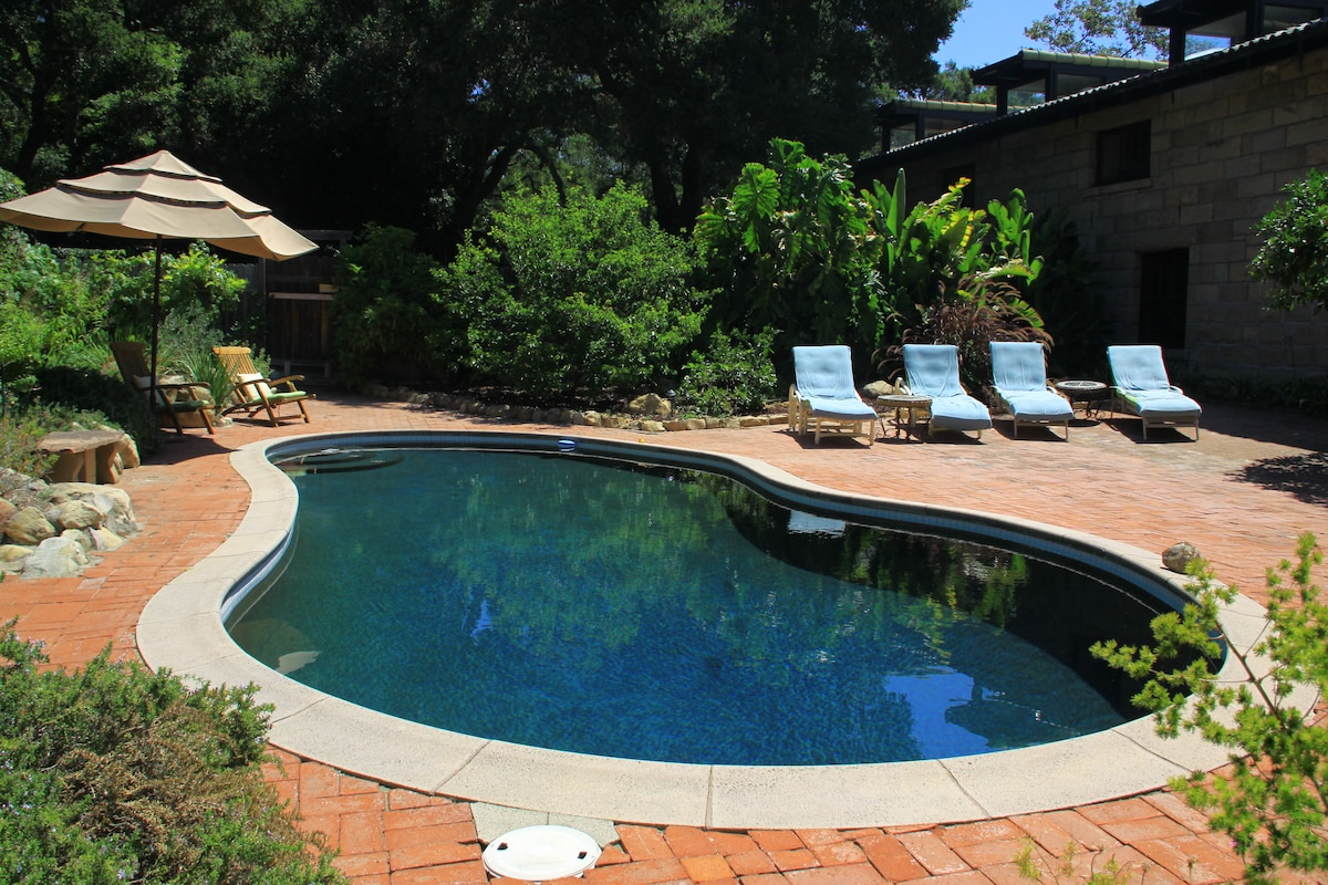 Pool for your use in warmer weather (Unheated)