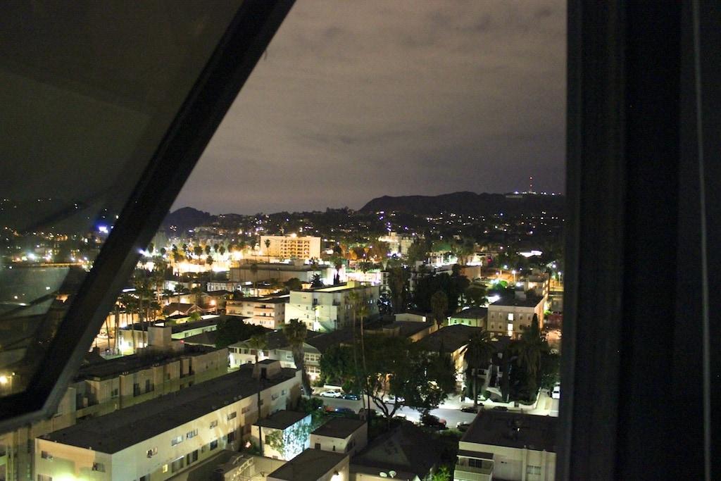 Stunning Hollywood Highrise, Views!