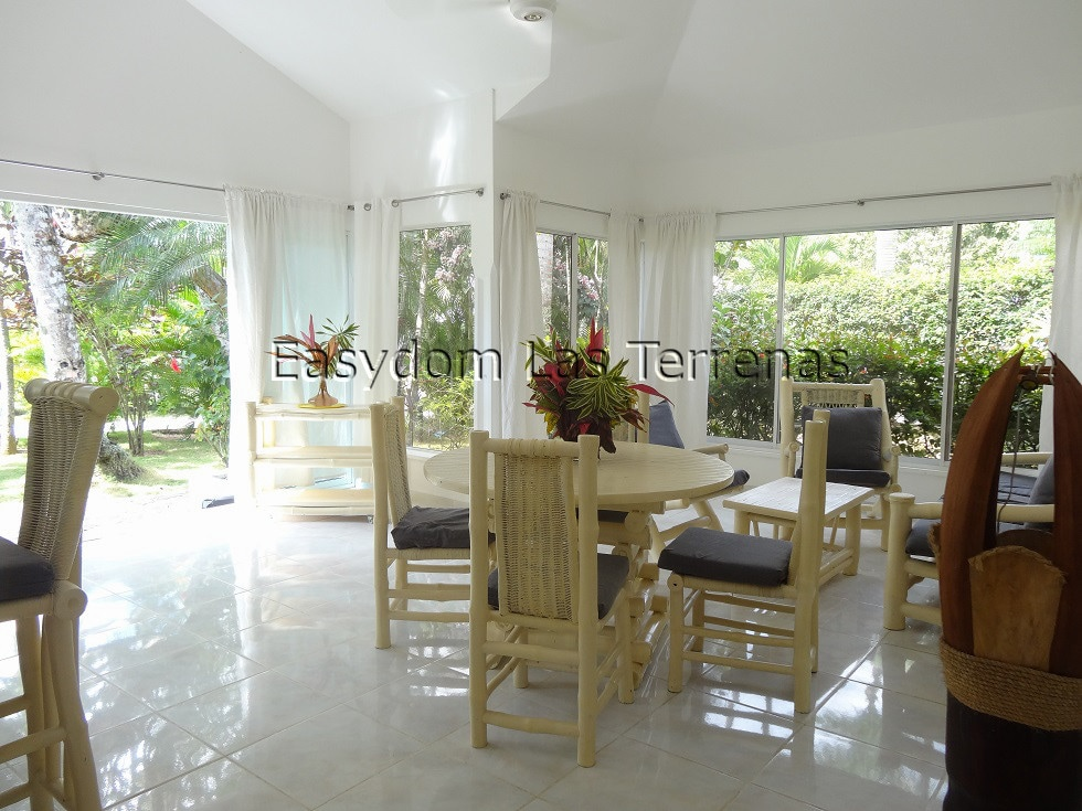 Villa front of the sea, 4 persons