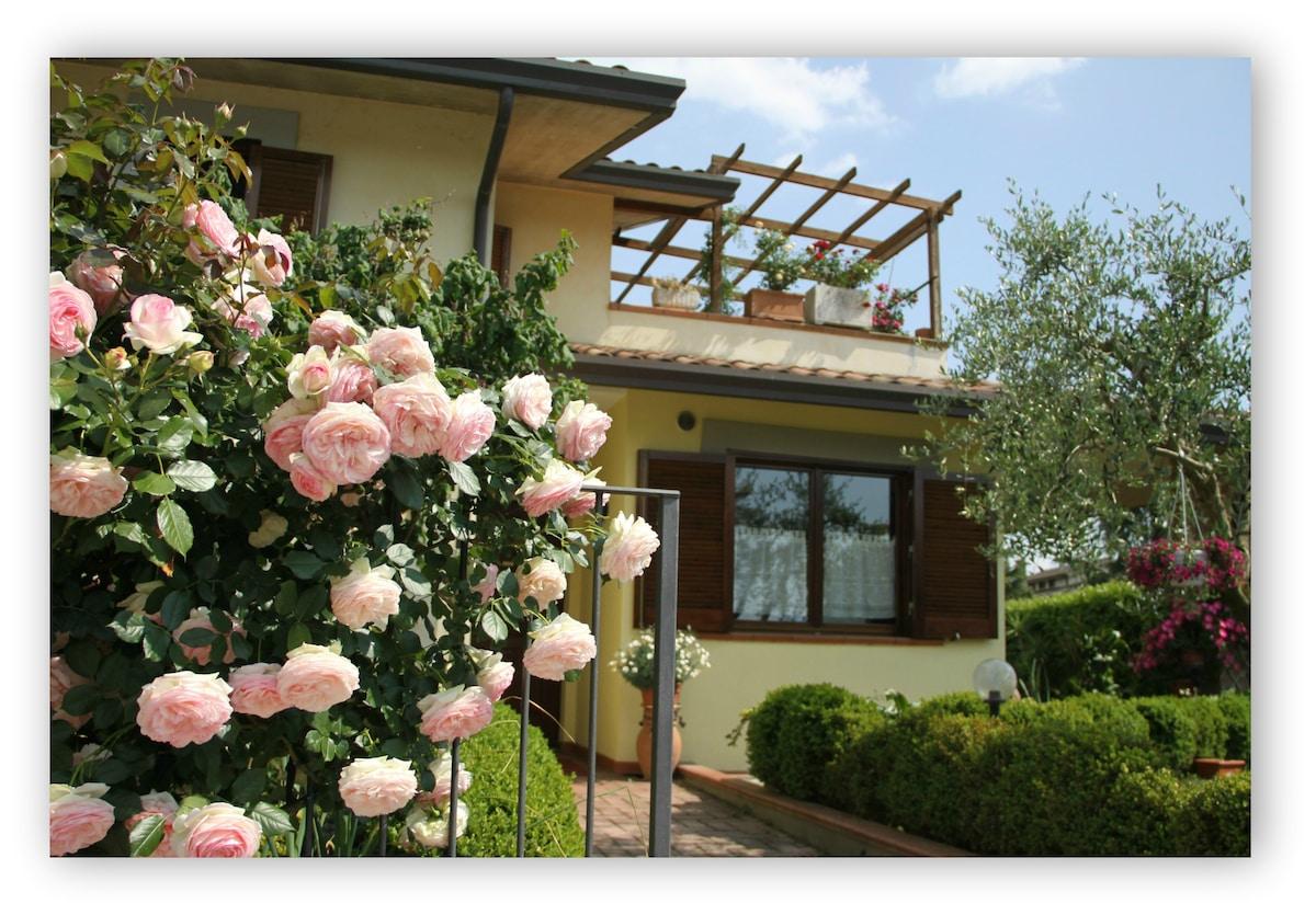 B&B Il Giglio ha un giardino dove, in estate, viene servita la prima colazione