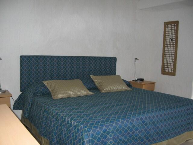 RECAMARA CON CAMA KING - BEDROOM WITH KING SIZE BED