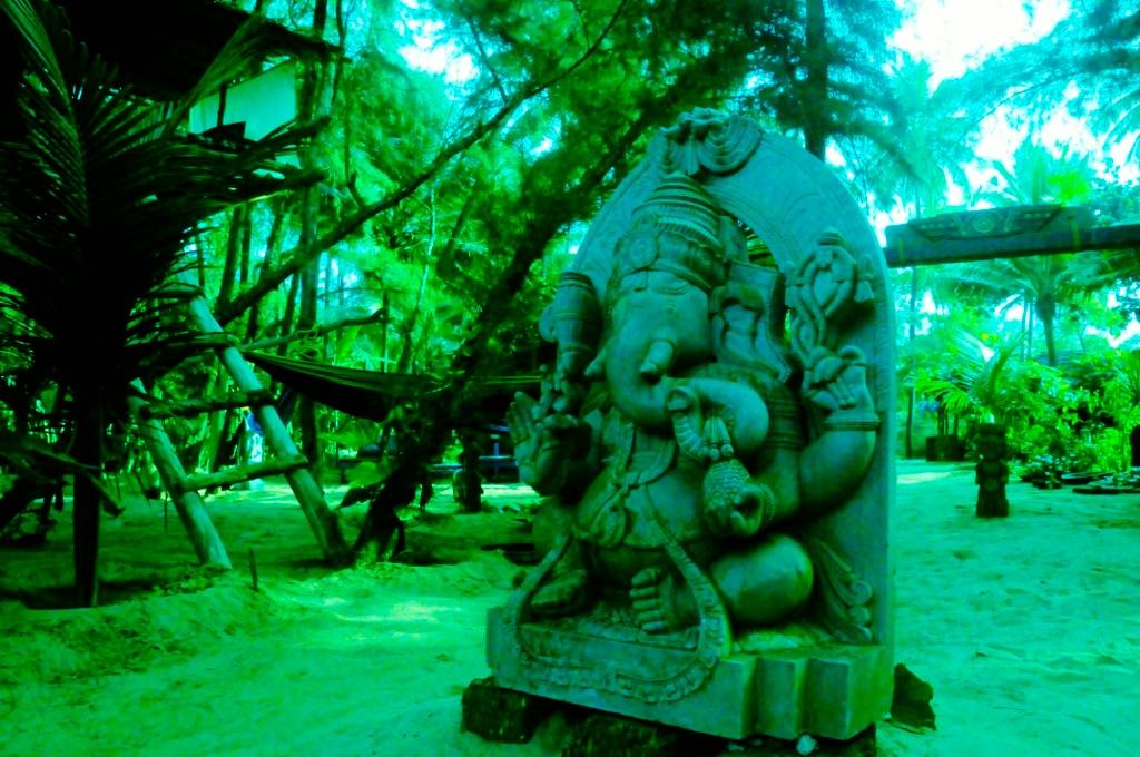 Gansh statue at entrance
