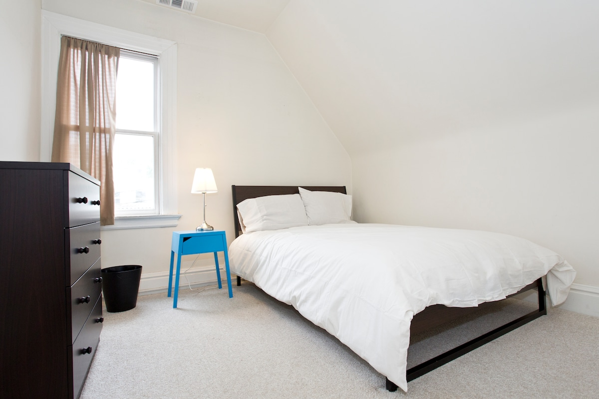Simple Furnished Room in Noe Valley