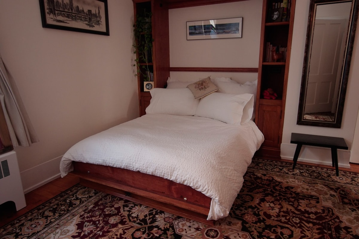 Stowaway bed! With a great mattress!