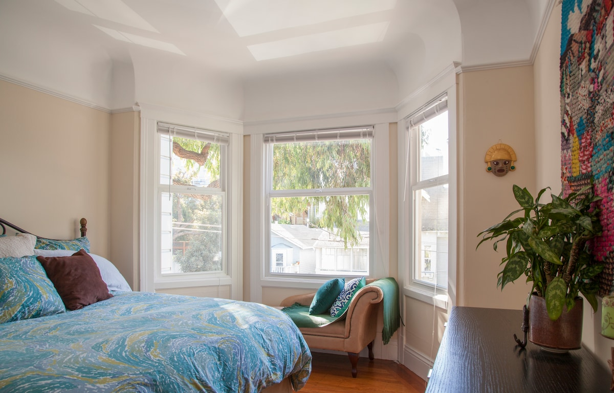 2nd Bedroom with CA King size bed and views of Cortland Avenue.