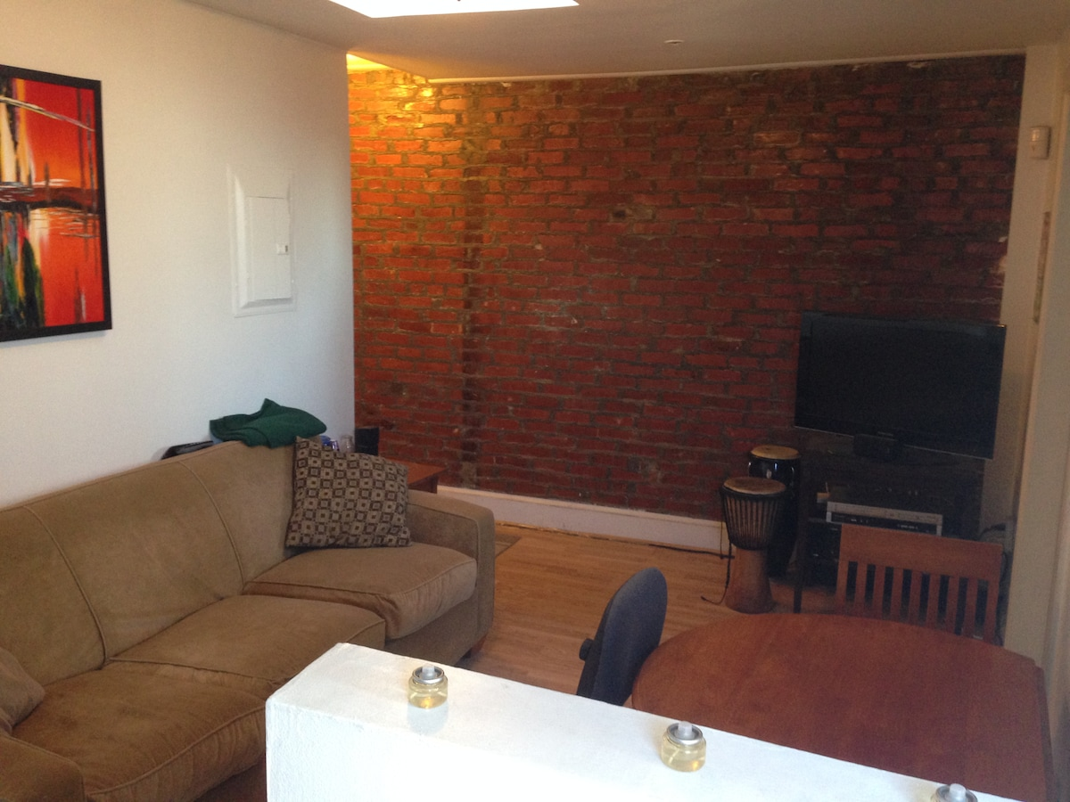 Great apt in 1870's rowhouse