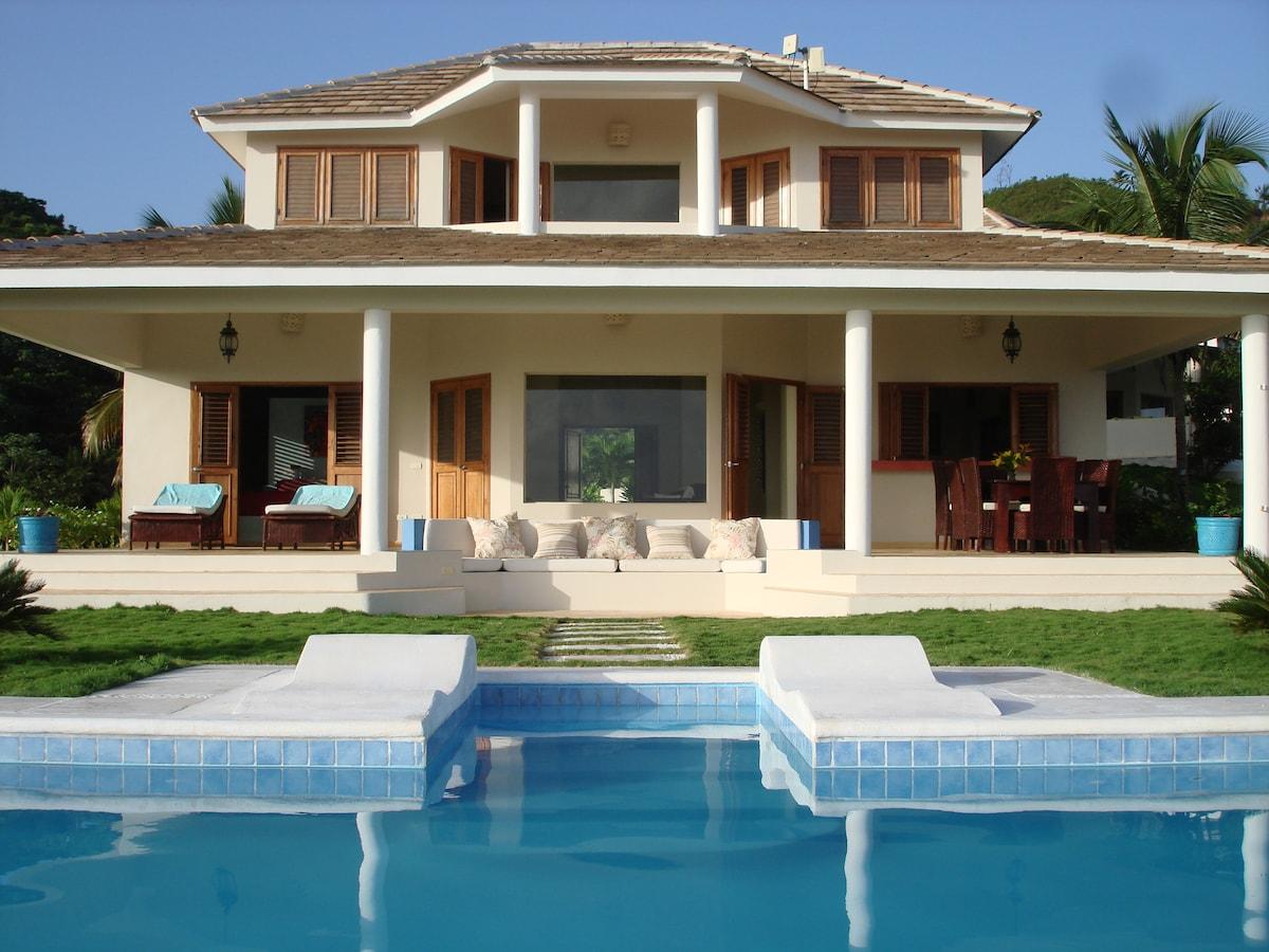 Villa stunning views of the Ocean