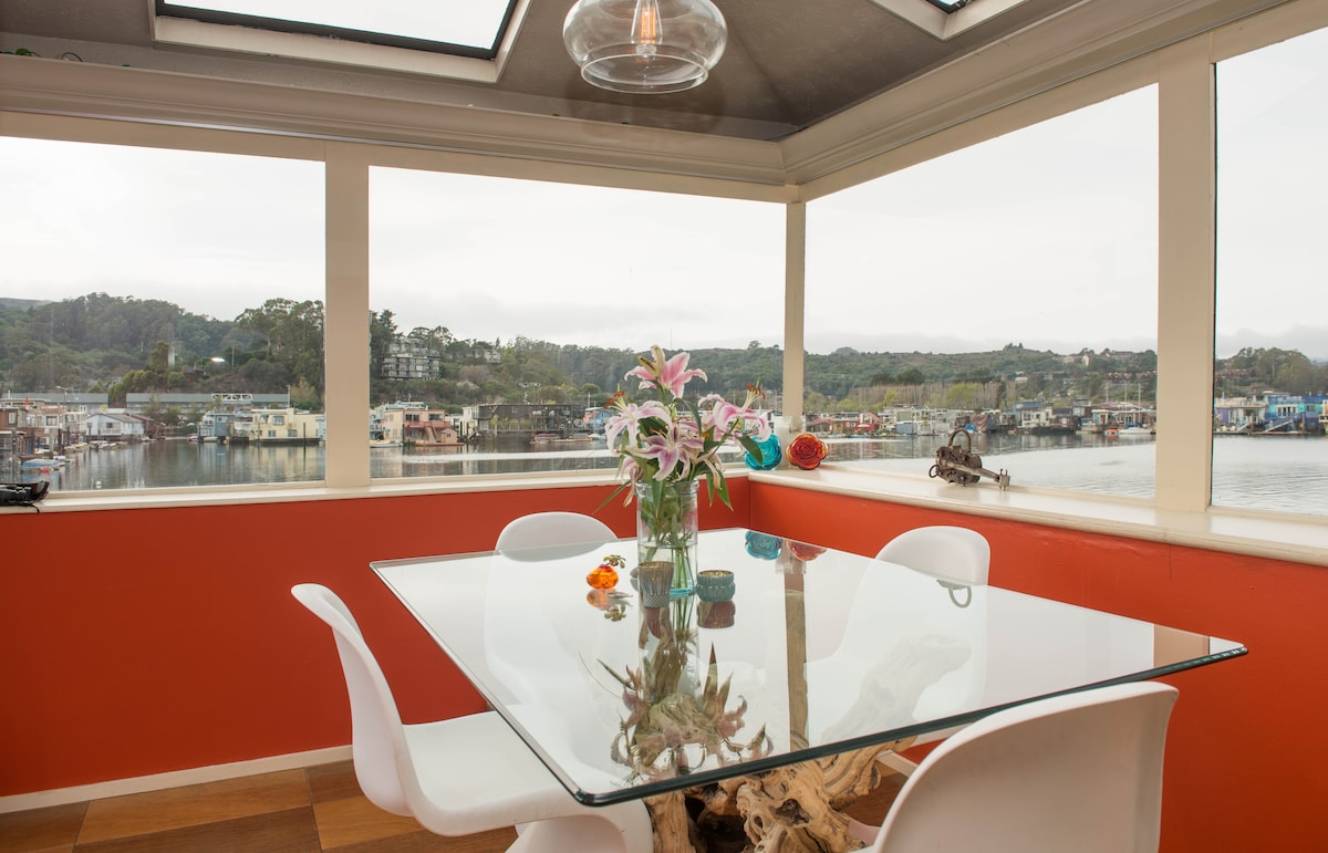 Gorgeous Floating Home in Sausalito