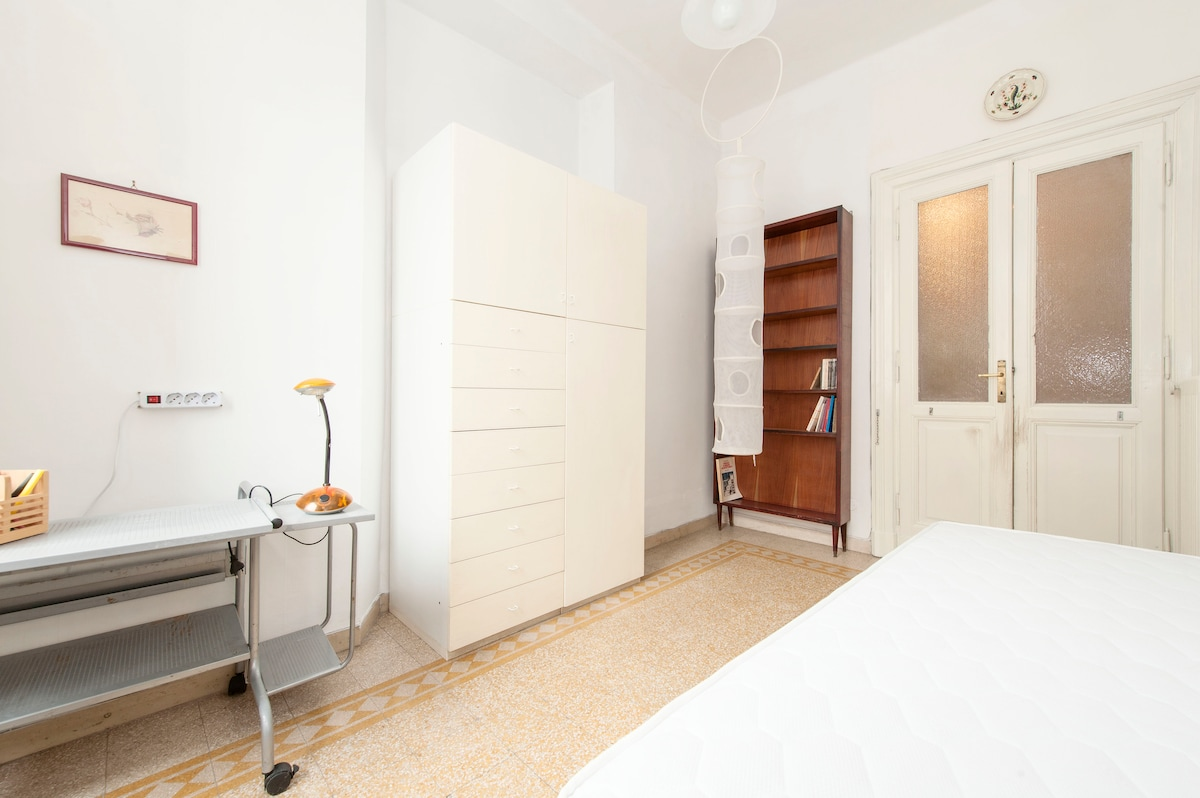 Colosseum - Center of Rome - Room * WiFi & Breakfast*  Large window with Italian external and internal wooden shutters to sleep well even when outside there is plenty of daylight, accessories. Small-size furniture may vary according to the number of guest
