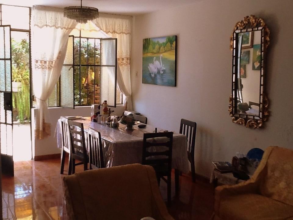Comedor con vista a la terraza / Dinning area with view of the patio