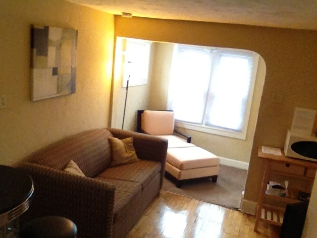 Clean, Cozy and Centrally Located!!