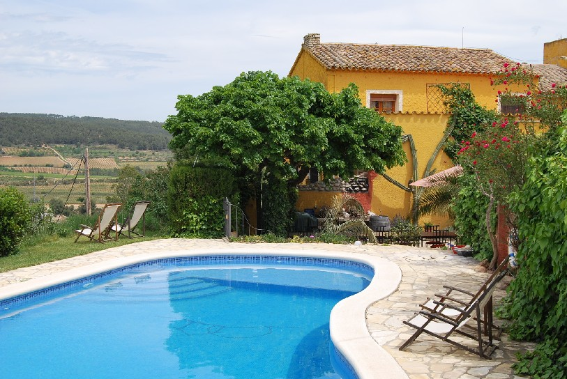 Charming B&B with swimming pool overlooking the vineyards