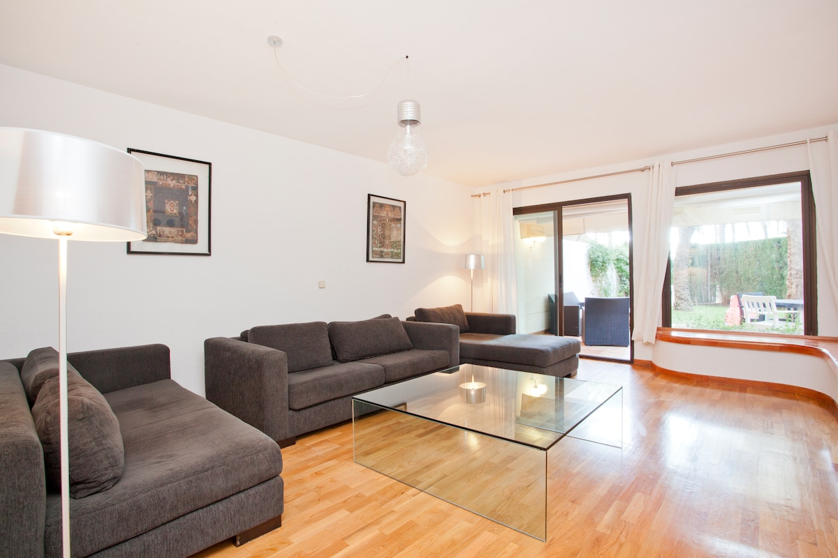 Spacious living room with internet WiFi and satellite TV.