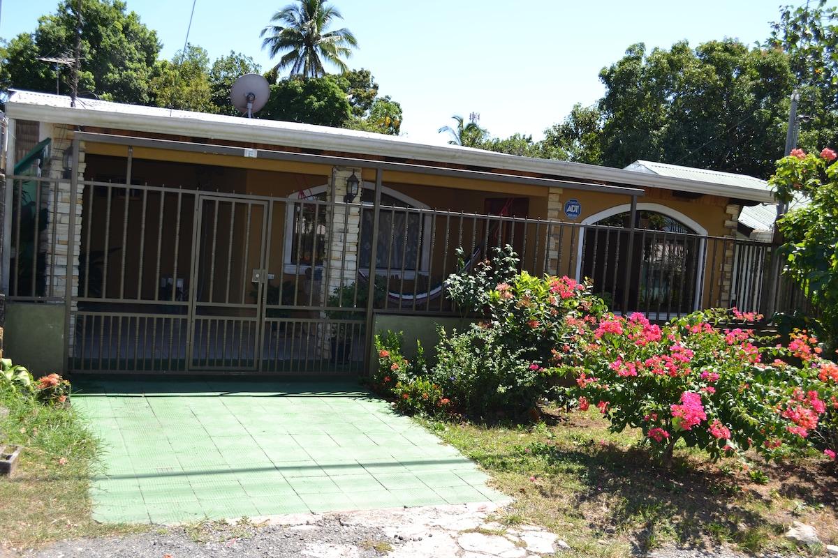 En el centro de Miramar, Puntarenas
