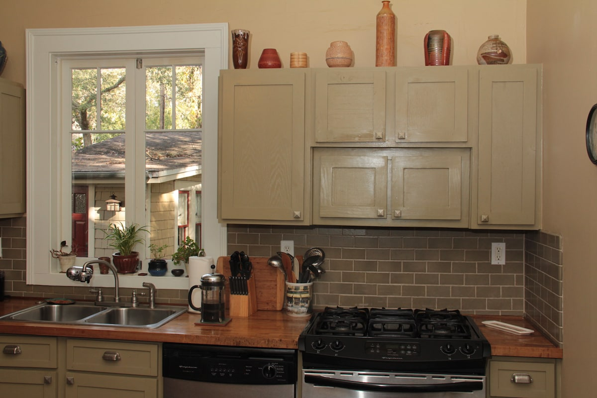 Kitchen includes gas stove and dishwasher
