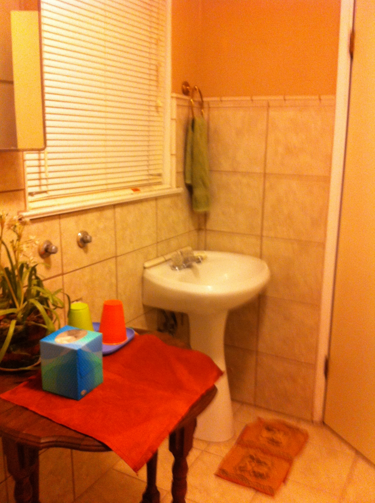Clean bathroom, with a sink, a toilet, and a shower en-suite.