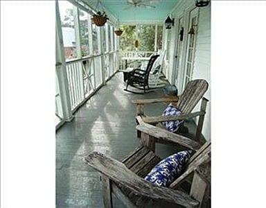 3 bed 2 bath Cottage 1 1/2 to beach