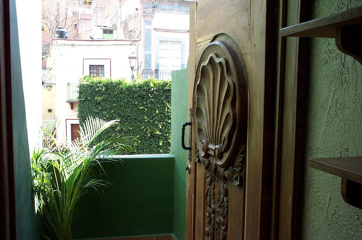 Balcony overlooking Plaza Mexiamora