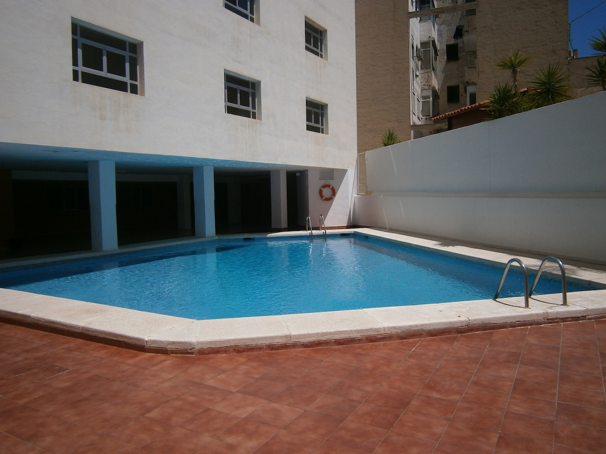 Multicultural flat, double w/pool!