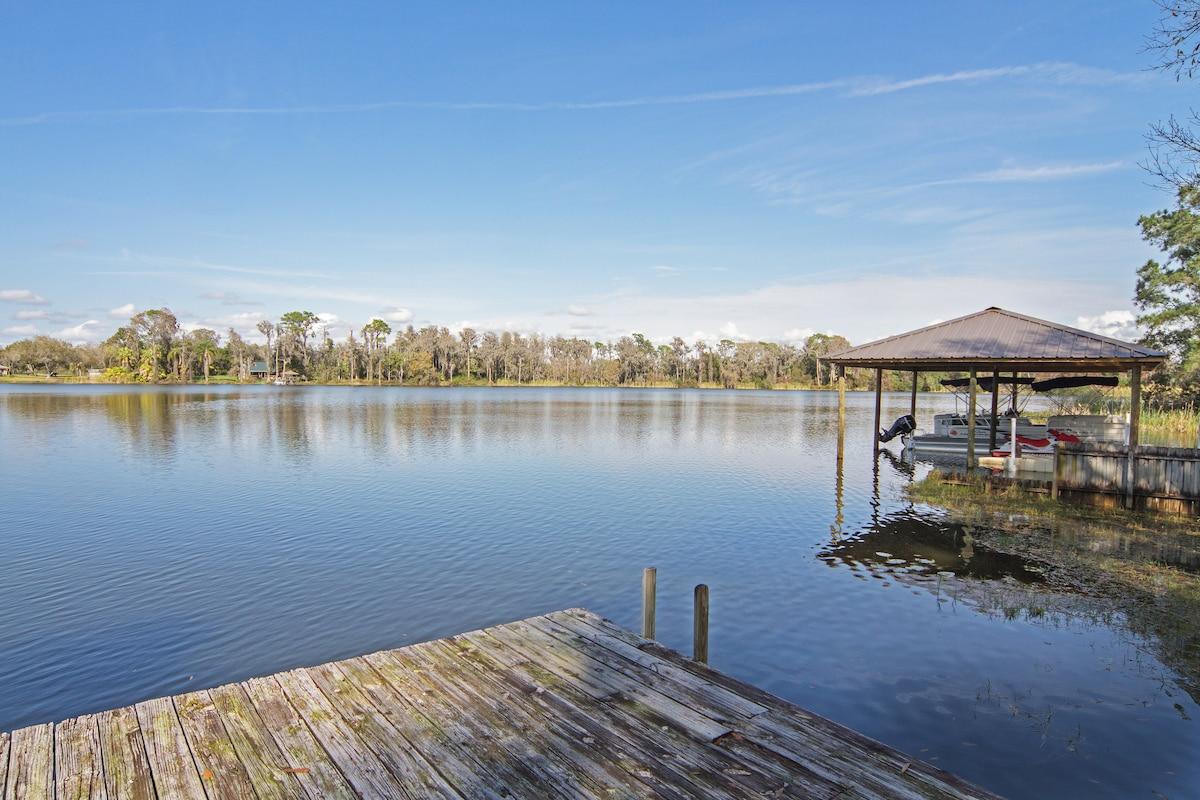 Historic Lakeside Apartment Retreat
