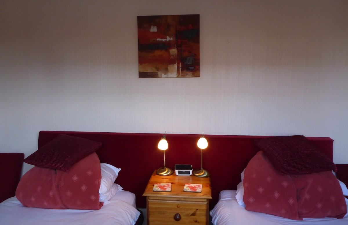 Private Twin bedded Room Penryn GH