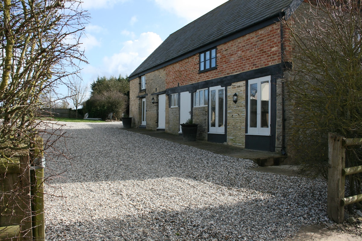 Large 2 Bedroom Cotswold Barn