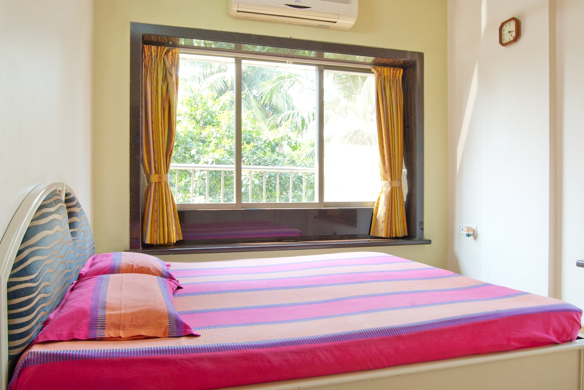 Bedroom for two near Juhu