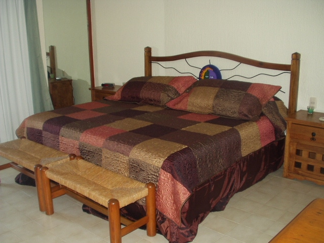 ONE KING SIZE BED ON ONE SIDE (UNIT 2603)