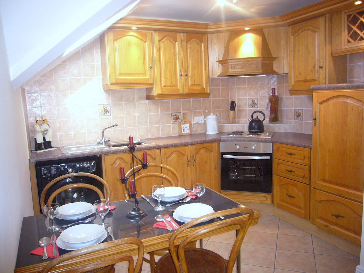 Fully fitted kitchen/diner.