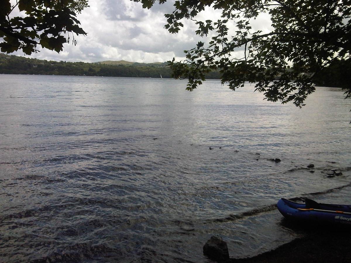 Lake Windermere....10 minutes walk !!