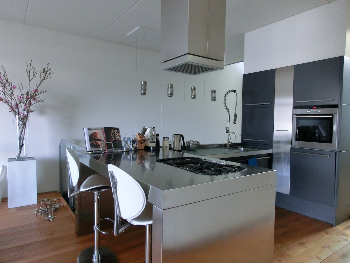 Open kitchen (same floor as living room) with oven, microwave, dishwasher