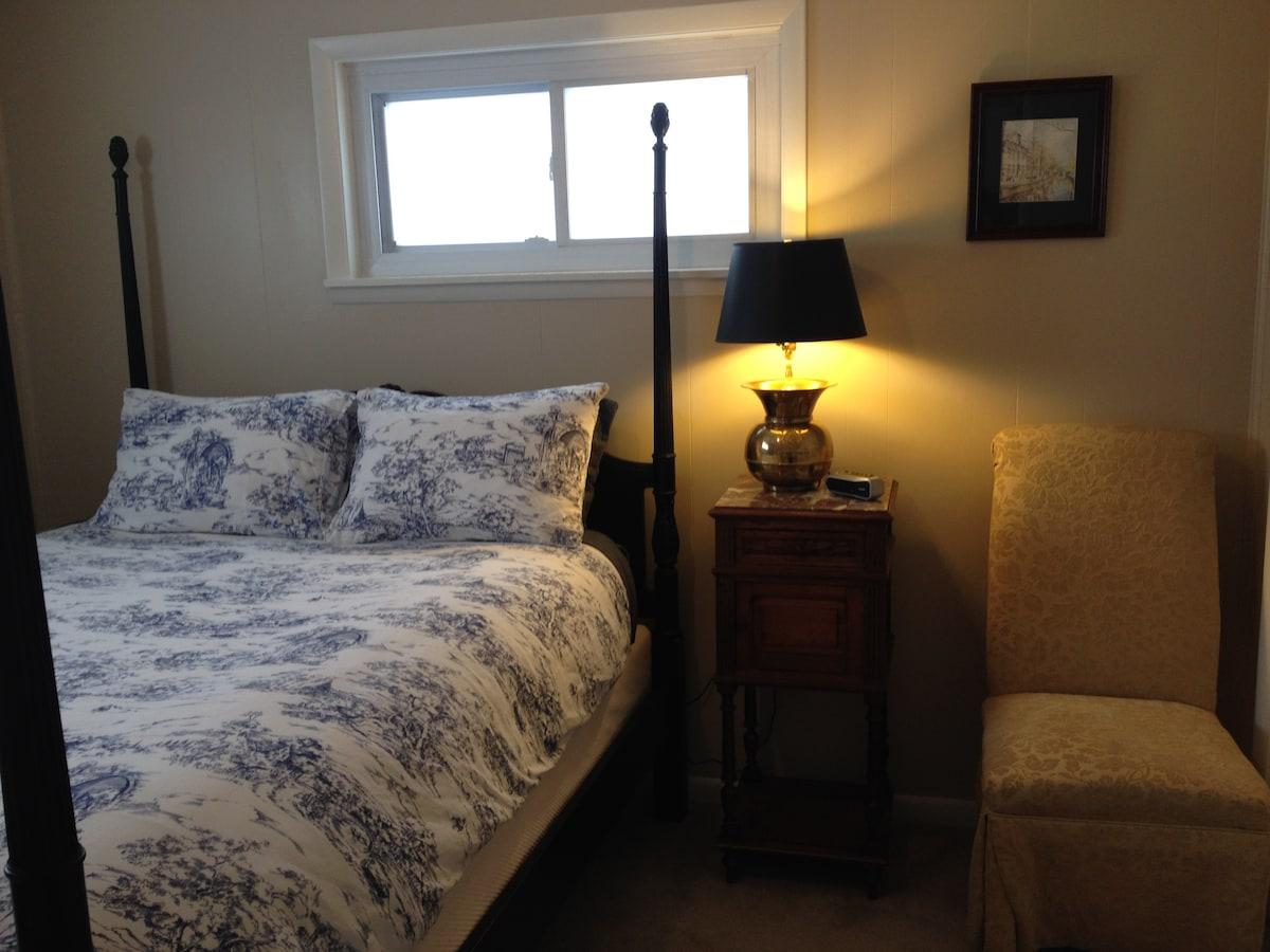 Back bedroom queen size bed
