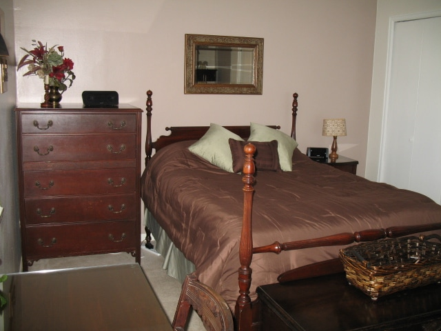 Full size bed, chest and trunk. Lots of storage space for extended stays
