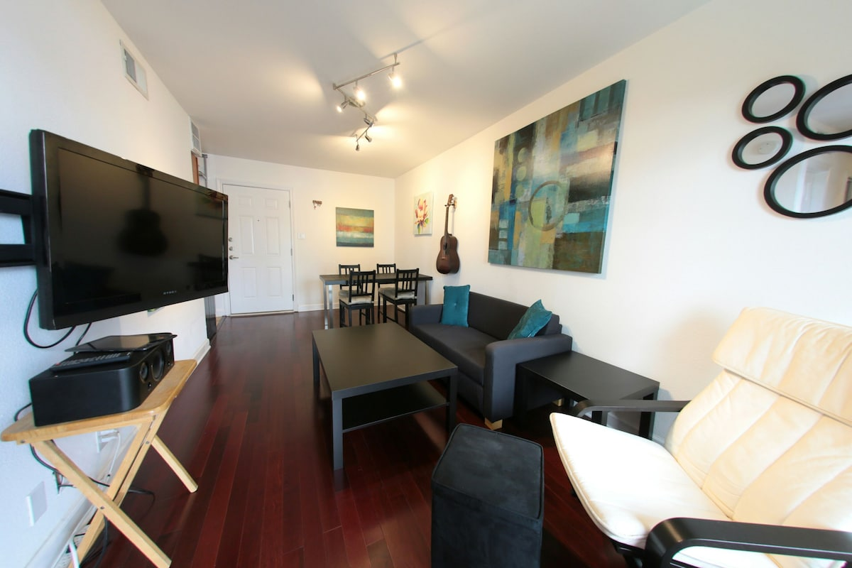 This cozy simple comfortable living space on South Congress has a roomy feel despite being only 425 sq. ft.!  The furniture is simple and comfortable; the couch pictured here does fold out into a small bed.  The TV is on a swivel mount, so that it can be