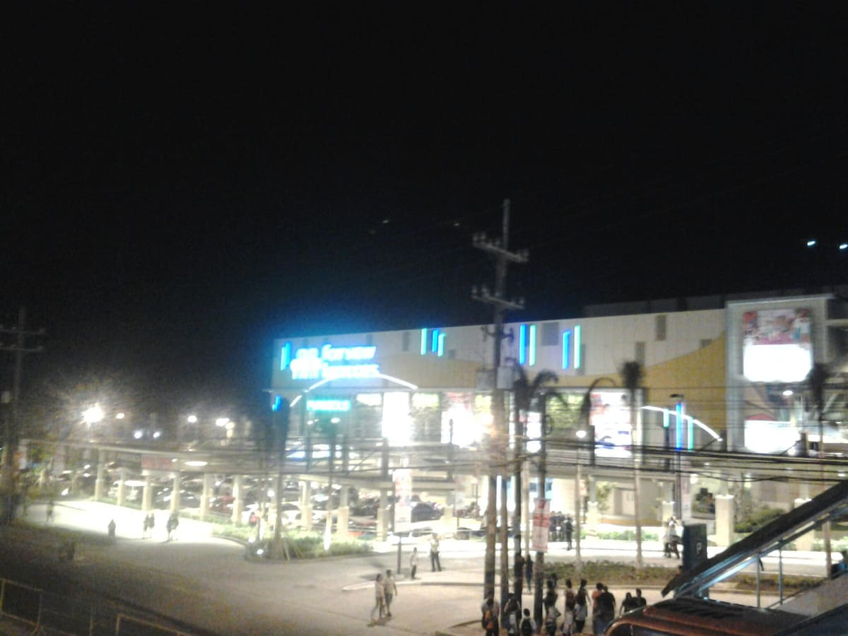 Fairview Terraces (Ayala Mall) a view at night and is just beside The Redwoods Condo! Shop, dine, watch movies and stay late for coffee at your favorite coffee shop!