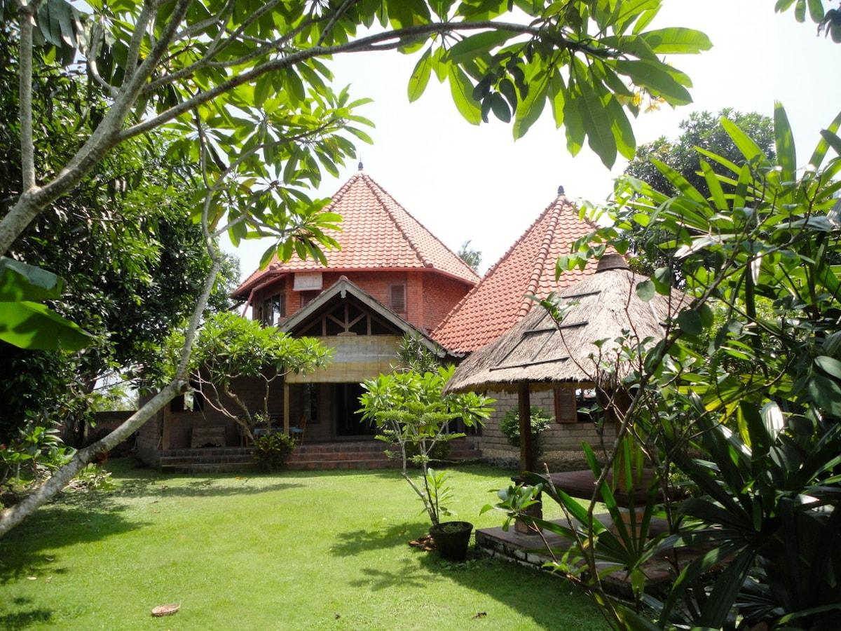Spacious Rural Bali House & Garden