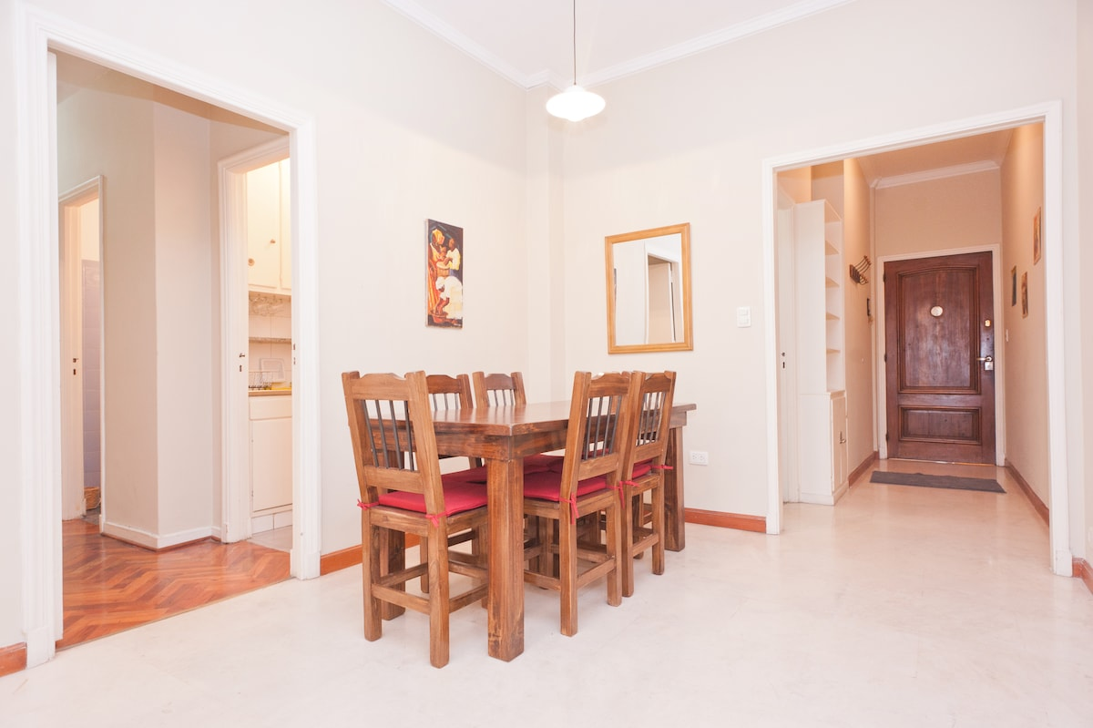 Dining area for 6 guests
