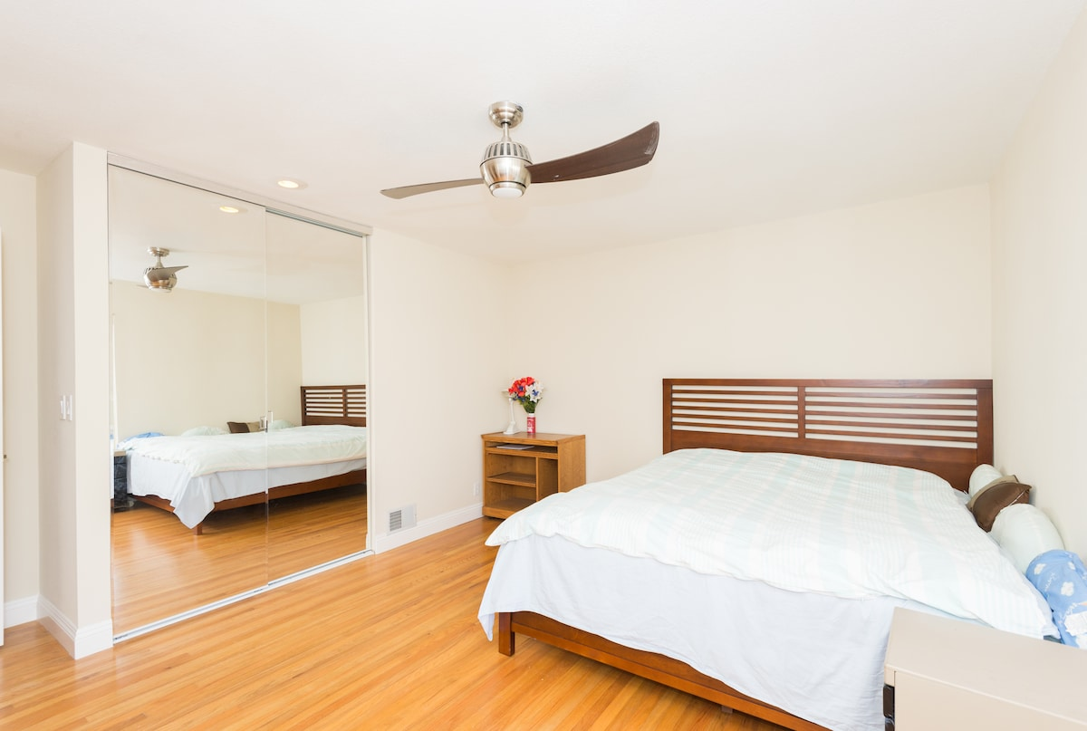 [NO1] Spacious master bedroom:Full Size Dressing Mirror, with Ceiling Fan