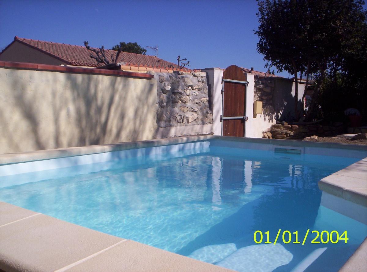 Jolie chambre Shabby avec piscine