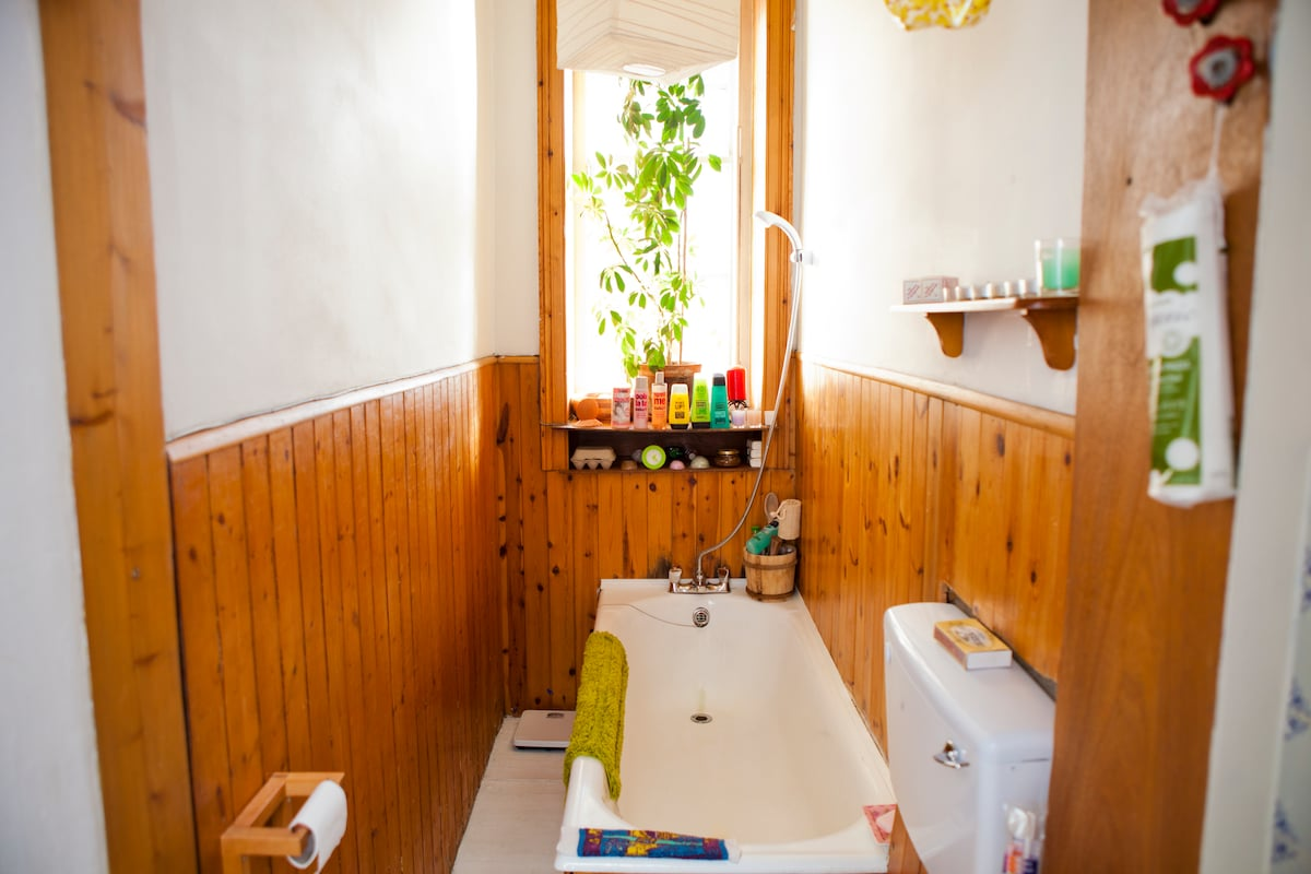 Traditional Tenement Bathroom - now has a new shower above the bath.