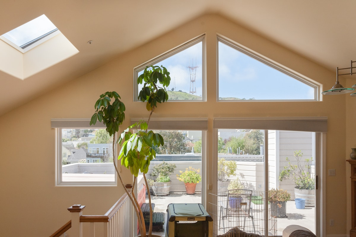 vaulted ceilings and panoramic view from the living room